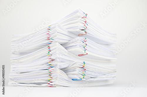 Fotografie, Obraz  Pile dokumentu s barevnými kancelářskou sponkou