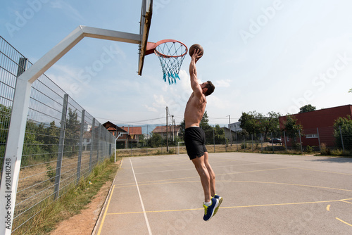 Fotografia  Basketball Player Is About To Slam Dunk