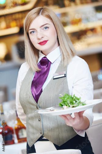 In de dag Buffet, Bar Waitress serving banquet table