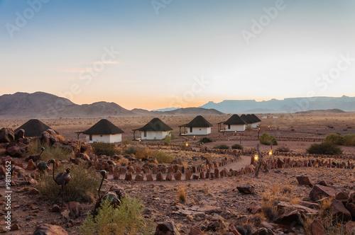 Fotografie, Obraz  Lodge bei Sonnenaufgang in der Namib-Wüste