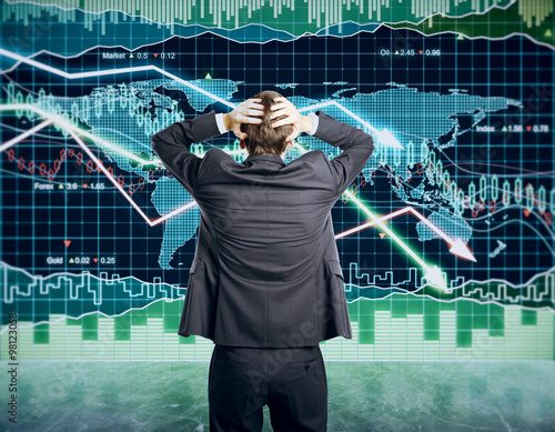 Photo  Businessman grabs the head concept with business chart on scoreb