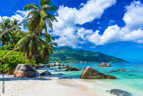 Poster Tropical plage Baie Beau Vallon - Beach on island Mahe in Seychelles