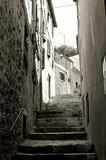 Schody na starym mieście Rovinj w Chorwacji - 98179250