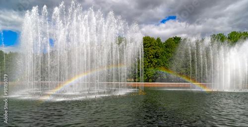 Autocollant pour porte Fontaine Garden fountain with rainbow
