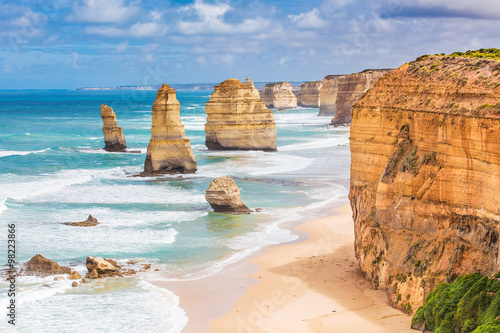 Montage in der Fensternische Australien Twelve Apostles rocks on Great Ocean Road, Australia