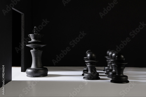 Photo  black chess pieces meeting