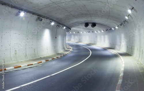 Plakat Pusty tunel nocą