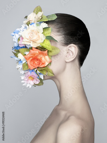 Valokuva Nude elegant lady with flower-mask