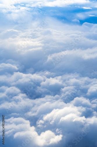puszyste-chmury-burzowe-zdjecia-lotnicze