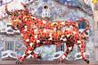 canvas print picture - bunter spanischer Stier mit Hintergrund