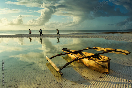 Spoed Foto op Canvas Zanzibar Traditional fisher boat in Zanzibar with people going to fish on