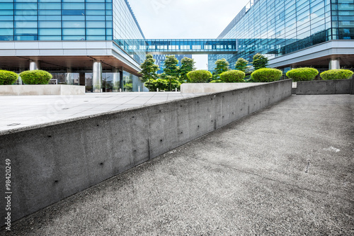 Fototapety, obrazy: skyline and empty footpath by building