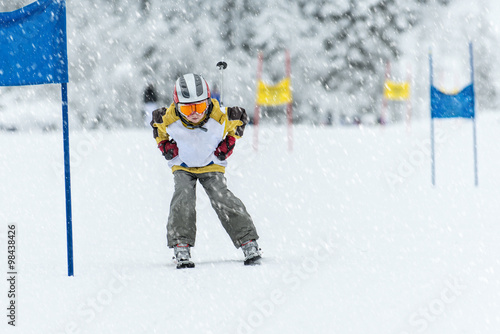 Fotografía  Young ski racer during a slalom competition