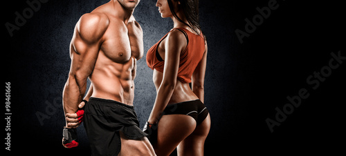 Fototapeta athletic couple poses for the camera obraz