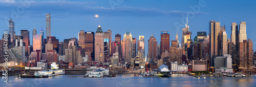 Fototapeta Midtown West Manhattan skyscrapers over the Hudson River. Panoramic view in early evening with moonrise and New York City skyline