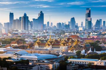 Izlazak sunca s Velikom palačom u Bangkoku na Tajlandu
