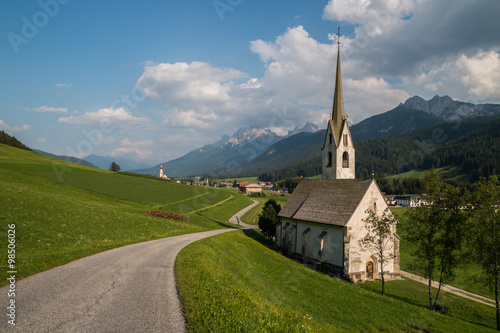 Fotografie, Obraz  Chiesa di Santa Maddalena, Villabassa, Niederdorf, Val Pusteria, Bolzano, Trenti