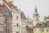 Old town in Warsaw, Poland. The Royal Castle and Sigismund's Col - 98510040