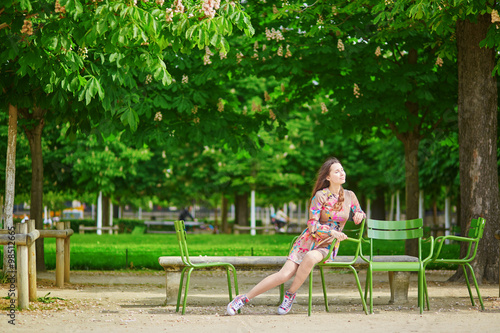 Fototapety, obrazy: Beautiful young woman in the Tuileries garden in Paris