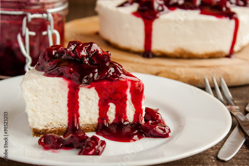 fototapeta na lodówkę slice of cherry cheesecake
