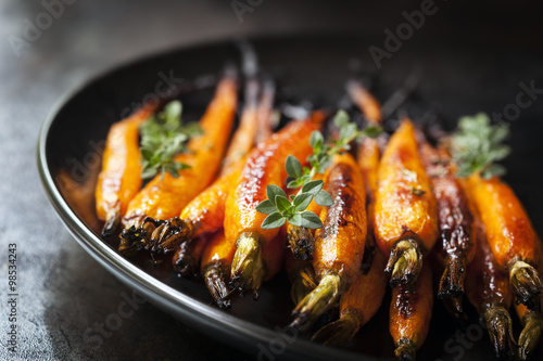 Photo  Baked Baby Carrots with Thyme