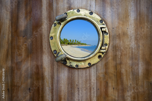 Valokuva  bulls eye xxl on wooden planks