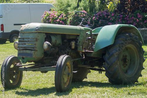Fototapety, obrazy: Tracteur ancien