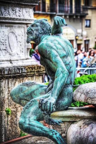 Fotografía satyr bronze statue in Neptune fountain in Florence