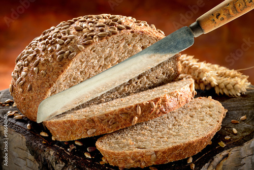 obraz dibond Bread sliced with rustic bread knife.