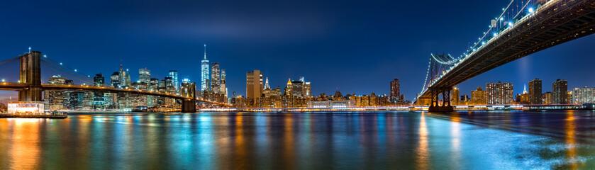 Fototapeta na wymiar Night panorama with the downtown New York City skyline and the