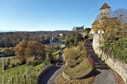 Fotografía Way from Medieval Sauveterre-de-Bearn village down to Oloron riv