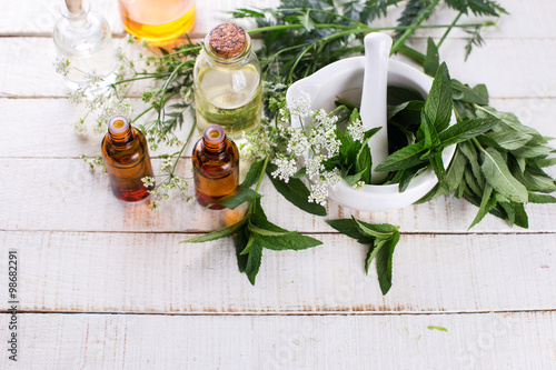 Fotografia Bottles with essential aroma oil with mint