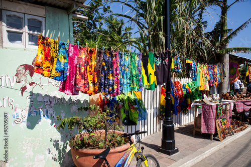 Foto  Colorful souvenirs and clothing for sale to tourists, Falmouth, Jamaica