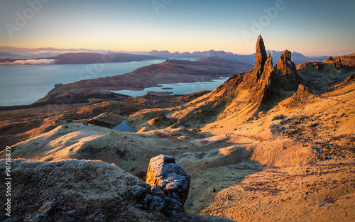 Fotomural First light at sunrise over Old Man of Storr, Isle of Skye, Scotland, UK, on a c