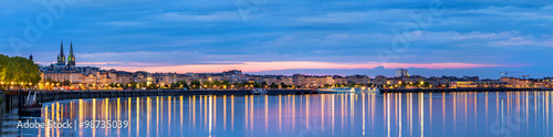 Fotografia Panorama of Bordeaux in the evening - France