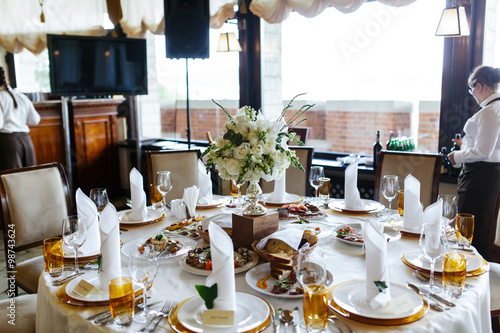 In de dag Buffet, Bar Elegant stylish decorated wedding reception tables with glasses