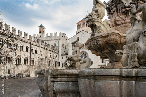 Cadres-photo bureau Fontaine The Neptune fountain in Cathedral Square, Trento, Italy
