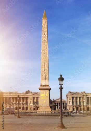 Valokuva ■パリのコンコルド広場にあるエジプトのルクソールのオベリスク。3300年前に作られて1836年にエジプトによってフランスに提供されました。ほぼ23メートルの高さで227トンの重量を量ります。■The Egyptian obelisk from Luxor in Paris on the Place de la Concorde