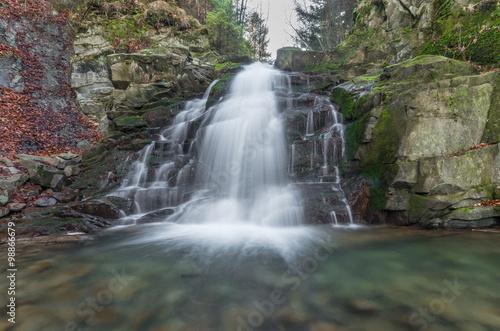 wodospad-wielki-w-obidzy-pasmo-gorskie-beskidu-sadeckiego-w-polskich-karpatach