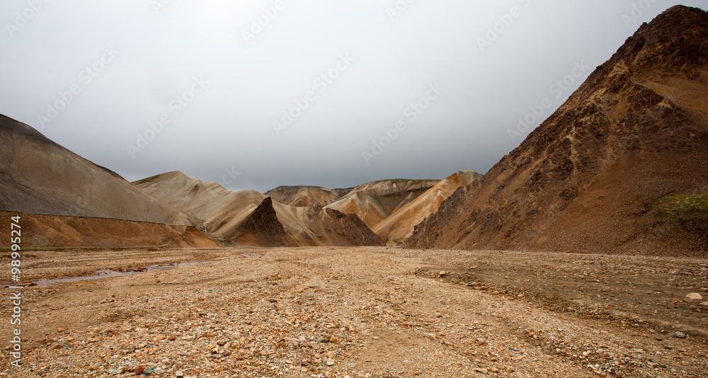 Fototapeta Paesaggio in Islanda, deserto di pietre e sassi