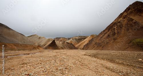 Paesaggio in Islanda, deserto di pietre e sassi фототапет