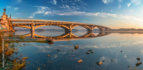 Staande foto Kiev Kiev Metro Bridge in the morning