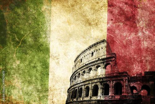 Fotografie, Obraz  Coliseo romano con bandera de italia