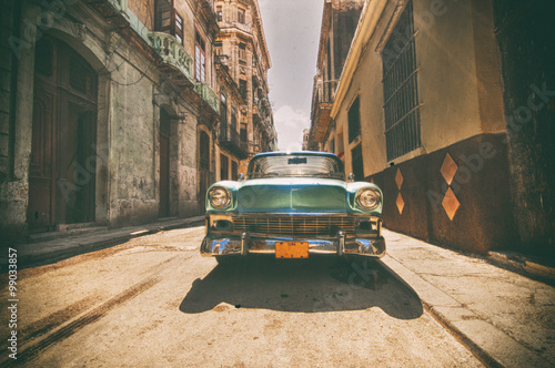 Keuken foto achterwand Vintage cars Vintage car parked in Havana street