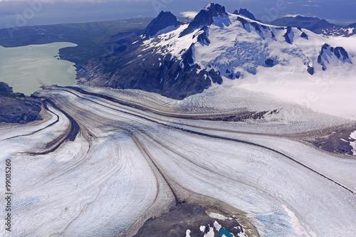 Fotobehang Gletsjers Glacier Heading Downhill