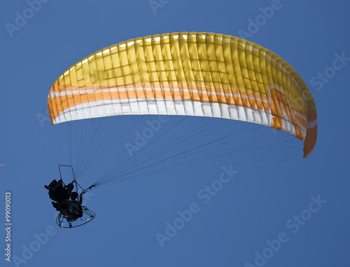 Papiers peints Aerien Paragliding in tandem with propelling on sky background