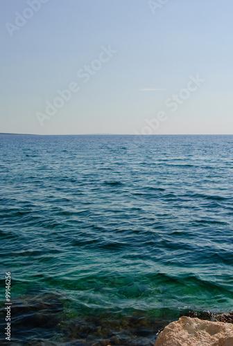 Foto op Aluminium Zee / Oceaan Blick auf das Mittelmeer an einem sehr sonnigen Sommertag