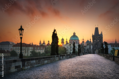 Photo  Charles bridge during foggy sunset, Prague, Czech republic