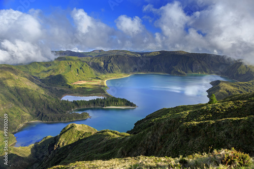 Photo Lagoa do Fogo and green valley on San Miguel island