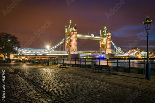 tower-bridge-o-zmierzchu-londyn